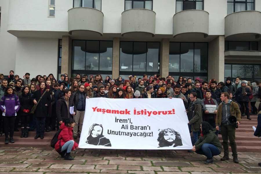 ODTÜ'de öğrenciler 'Yaşamak istiyoruz' diyerek rektörlüğe yürüdü