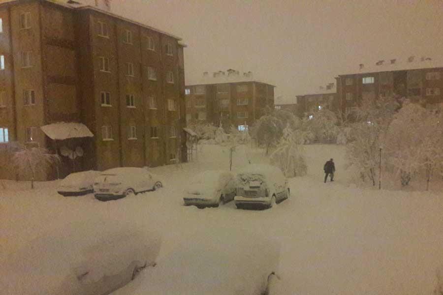 Bitlis ve Sivas'ta kar yağışı nedeniyle okullar tatil edildi