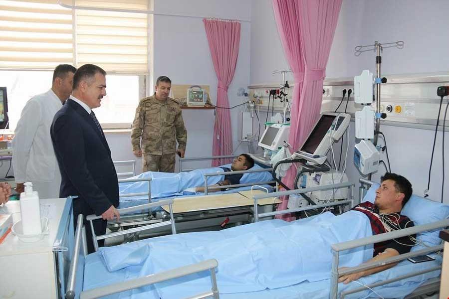 Hakkari'de üs bölgelerine yıldırım isabet etti 6 asker yaralandı