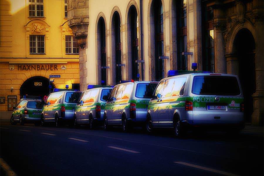 Almanya'da polise 'olağanüstü' yeni yetkiler tanındı