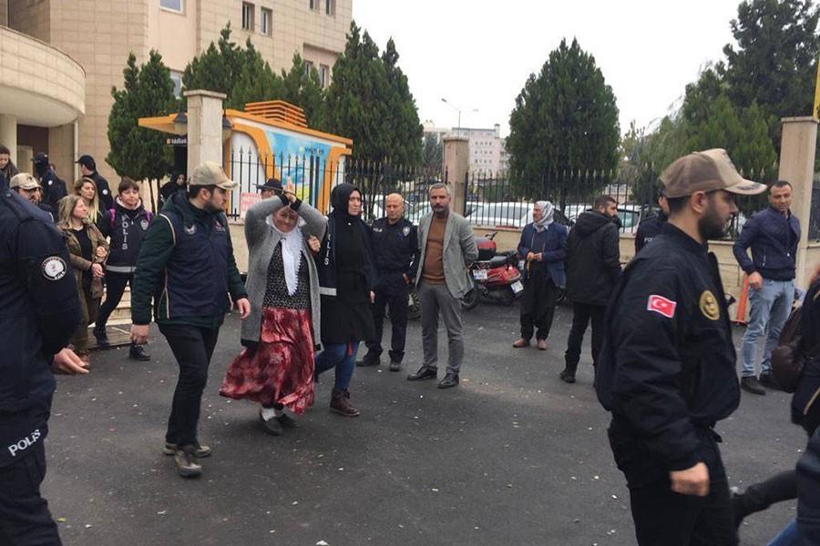 Urfa'da açlık grevine destek veren 5 kişi tutuklandı