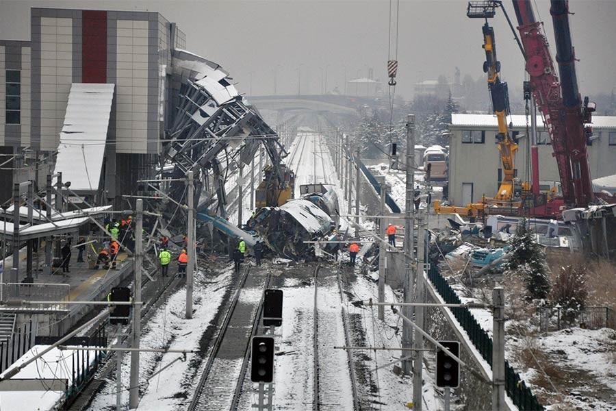 TCDD, Ankara'da 9 kişinin öldüğü tren kazasında suçu makasçıya yükledi