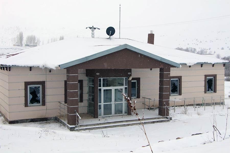 Personel atanmayan sağlık ocağı kaderine terk edildi