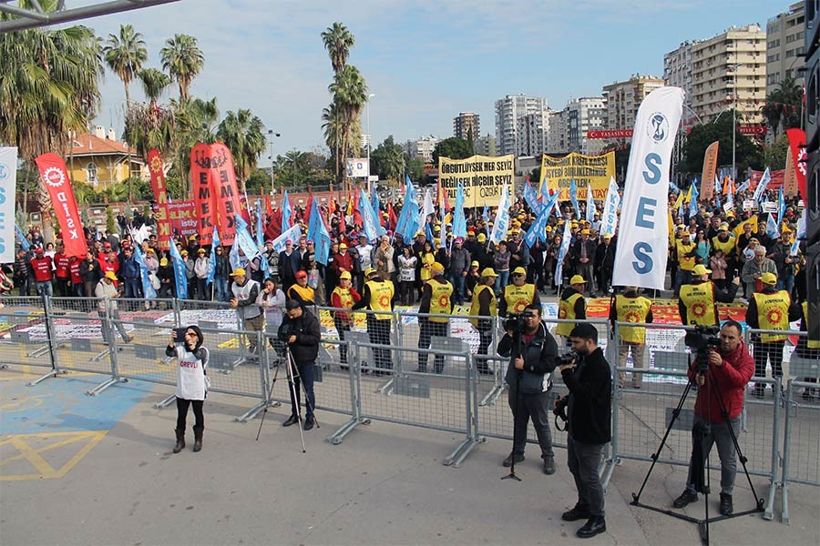 'BORÇLU DEĞİL ALACAKLIYIZ'