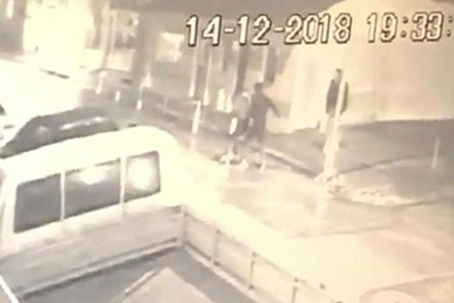 Tartıştığı kadını sokak ortasında bıçakladı
