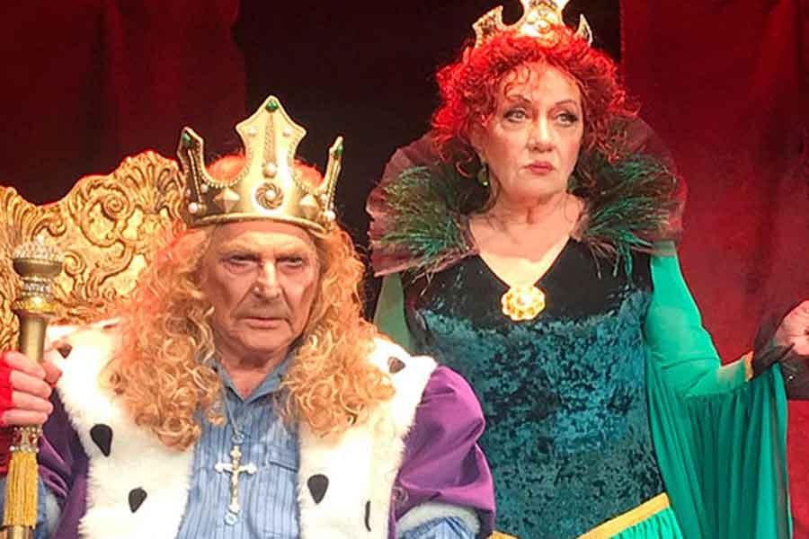 Erdal Özyağcılar'dan 'Kral' oyunu