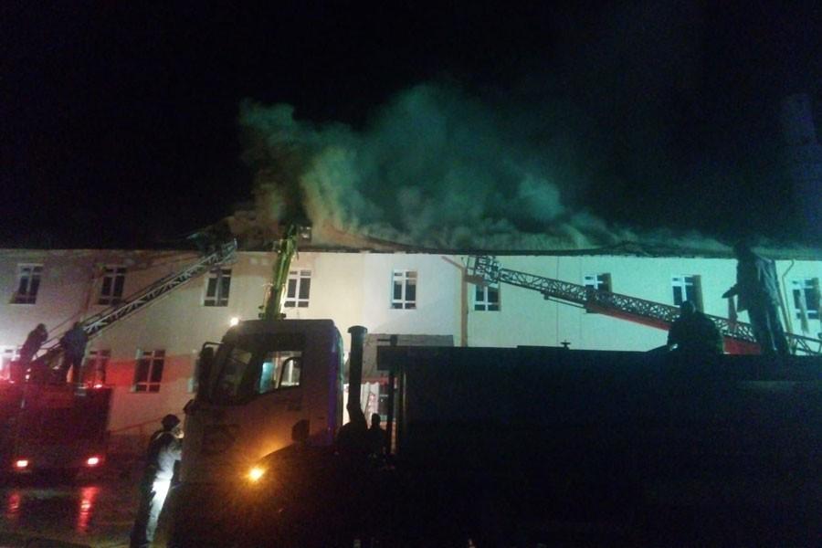 Sarıveliler Devlet Hastanesi çatısında yangın