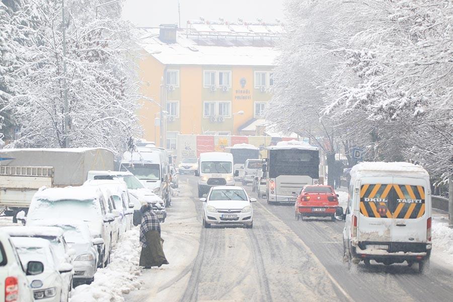 Bingöl'de üzerine kar kütlesi düşen genç, iş makinesiyle ezilerek öldü