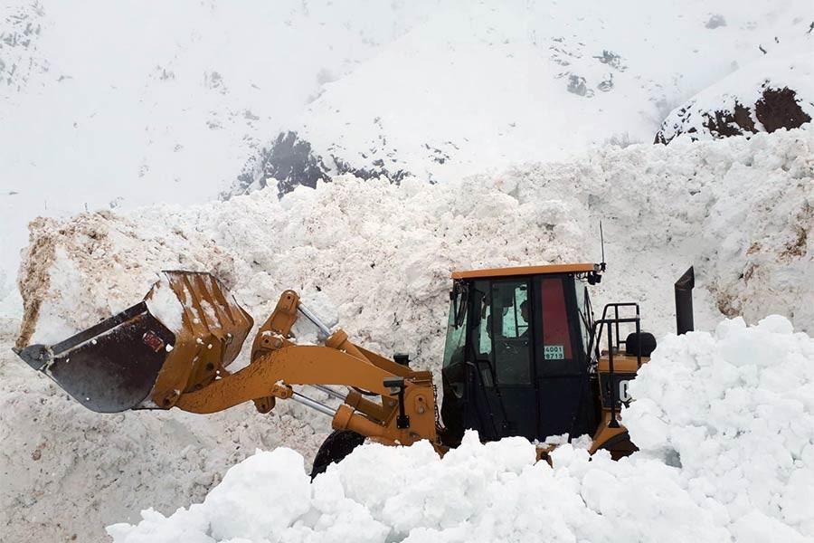 Hakkari-Şırnak kara yolu çığ nedeniyle ulaşıma kapandı