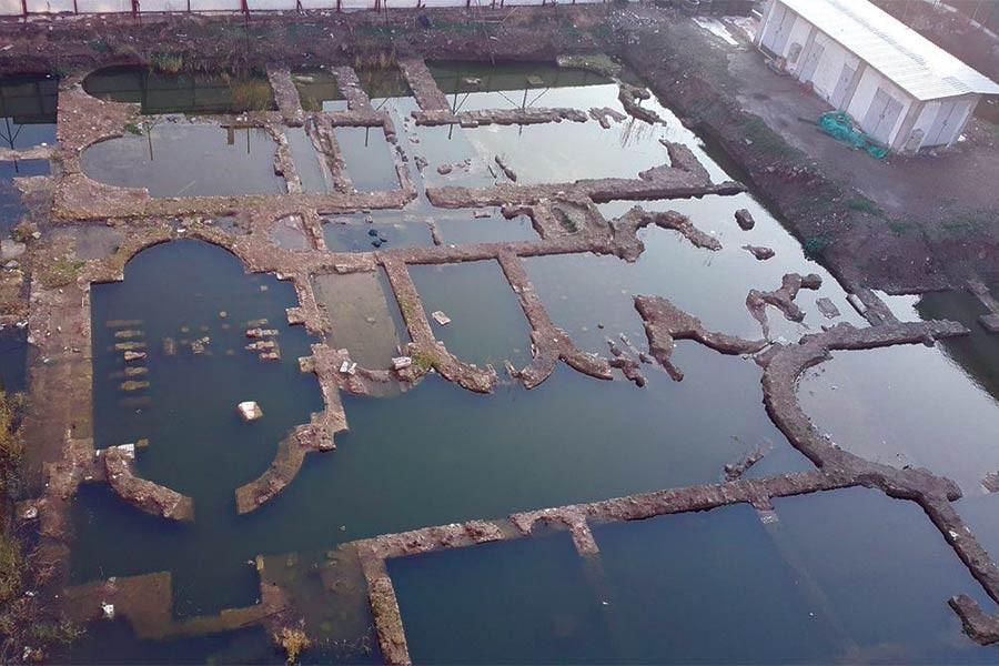 İzmir'in tarihini değiştirecek kalıntılar suyun altında çürüyor