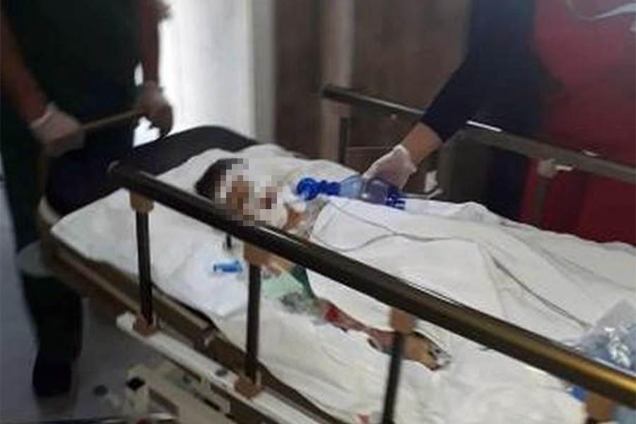 6 yaşındaki çocuğunu boruyla döverek ağır yaraladı