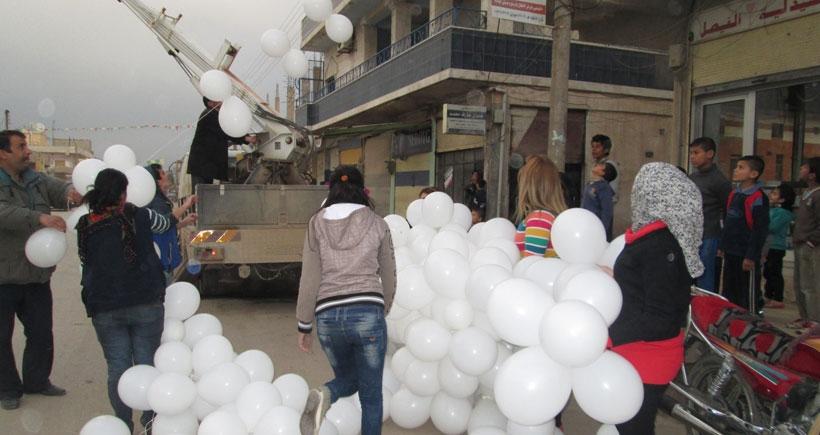 Rojava sokakları 8 Mart için süsleniyor