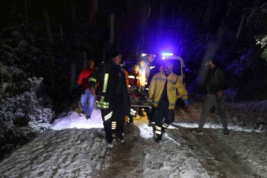 Kar fotoğrafı çekerken uçuruma düştü