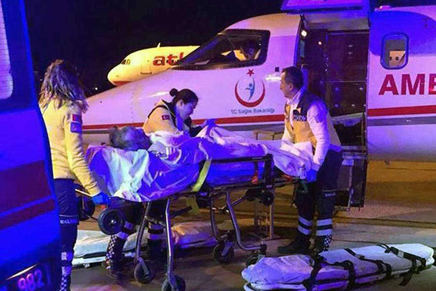 Fabrikada soba patlamasında yaralanan işçiler İzmir'e sevk edildi