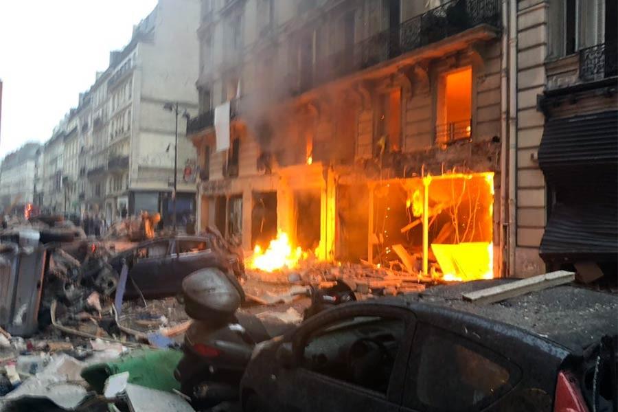 Paris'in merkezindeki bir fırında patlama: 2'si itfaiyeci 4 ölü