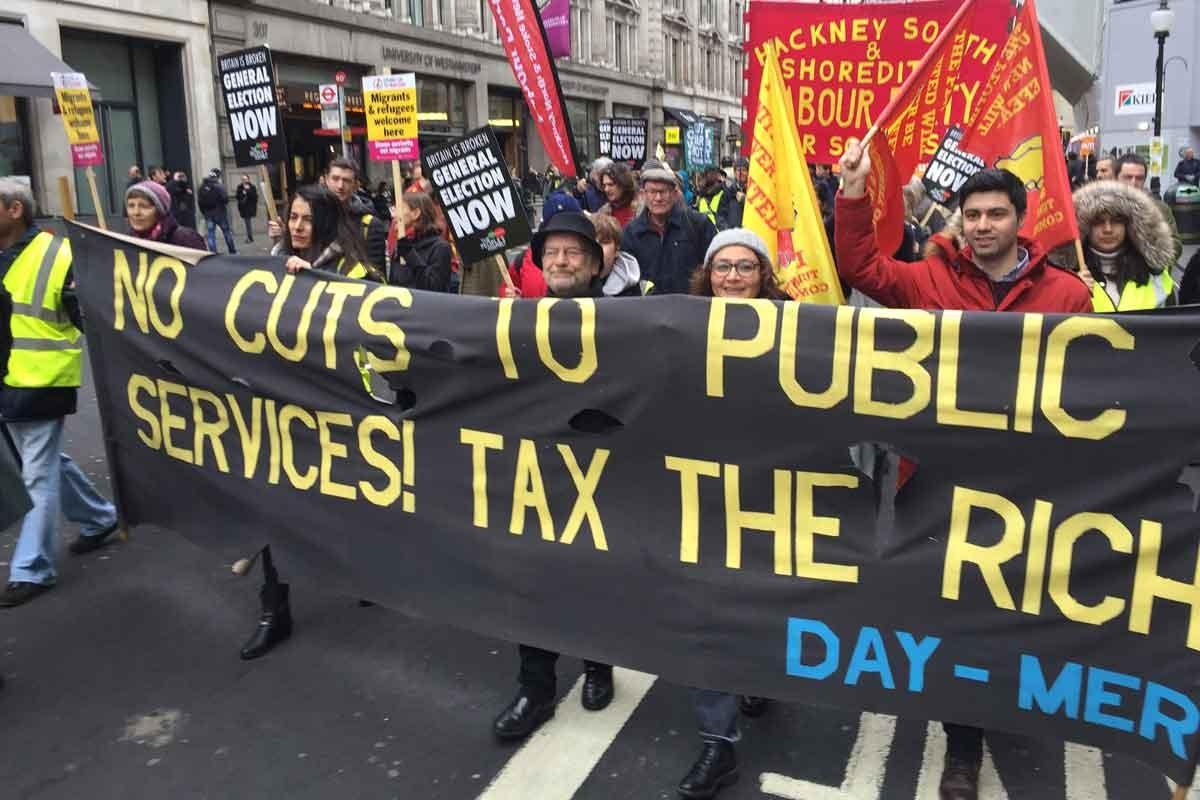İngiltere'de Sarı Yelekliler hükümeti istifaya çağırdı