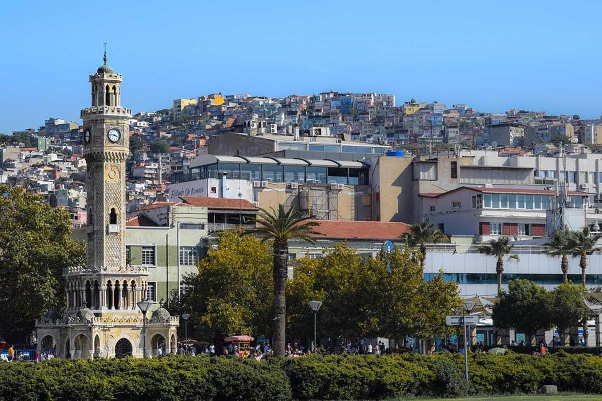 'İzmir'in yerel seçimlerinde kişiyi değil, kenti tartışalım'