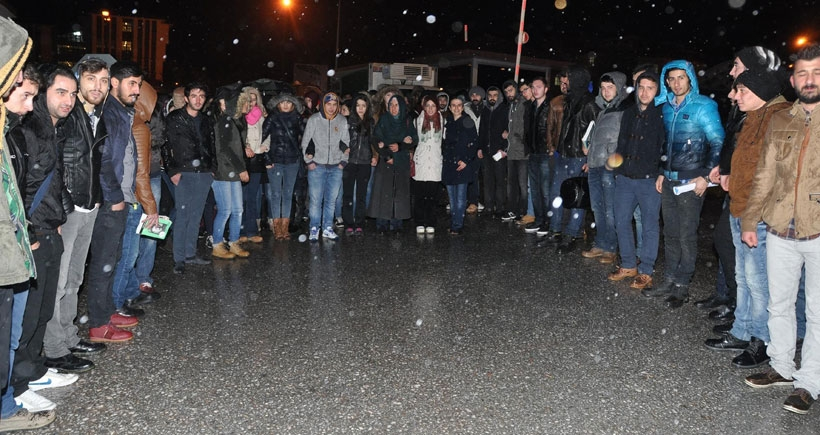 Öğrenciler, yurt yolundaki tacizi yürüyüşle protesto etti