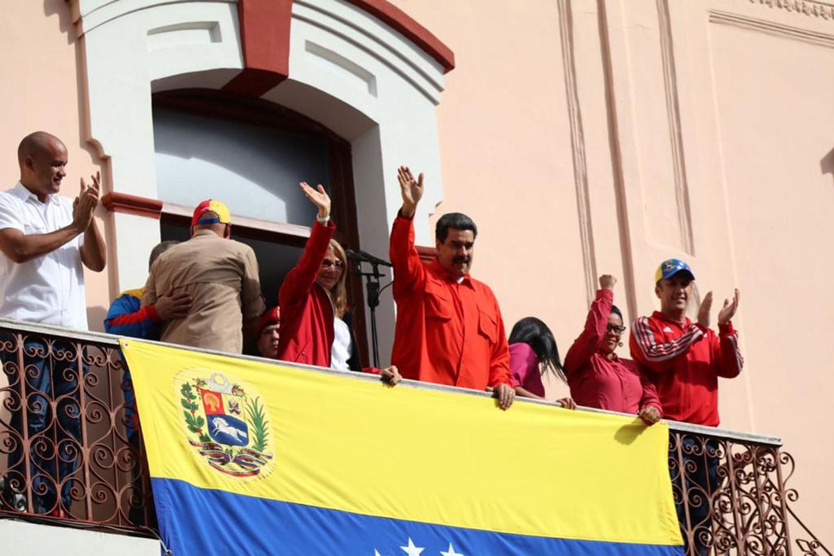 Venezuela'da ABD-sağ muhalefet yapımı darbe girişimi