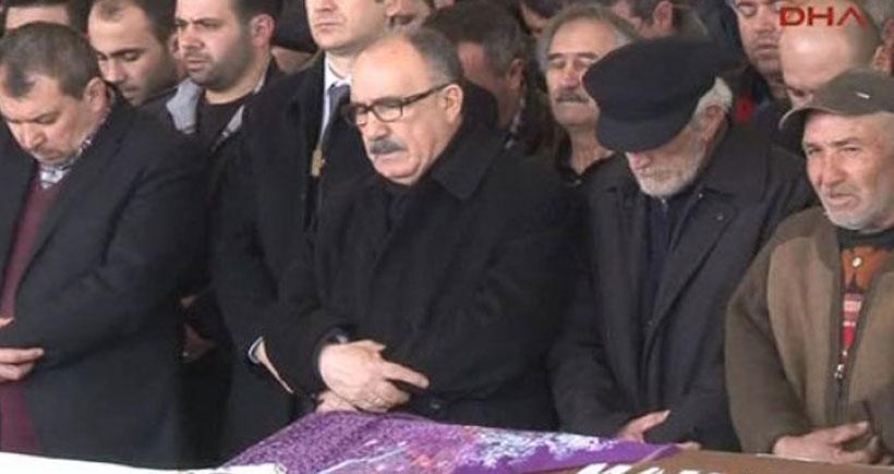 Beşir Atalay cenazeleri karıştırdı, Erdal Eren'in annesinin cenazesine katıldı