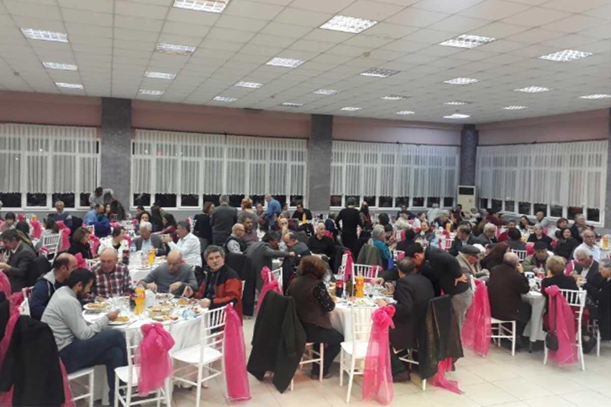 Karşıyaka'da Evrensel ile dayanışma etkinliği düzenlendi