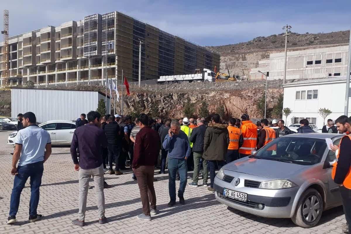 Bayraklı'daki şehir hastanesi inşaatında polis, işçilere saldırdı