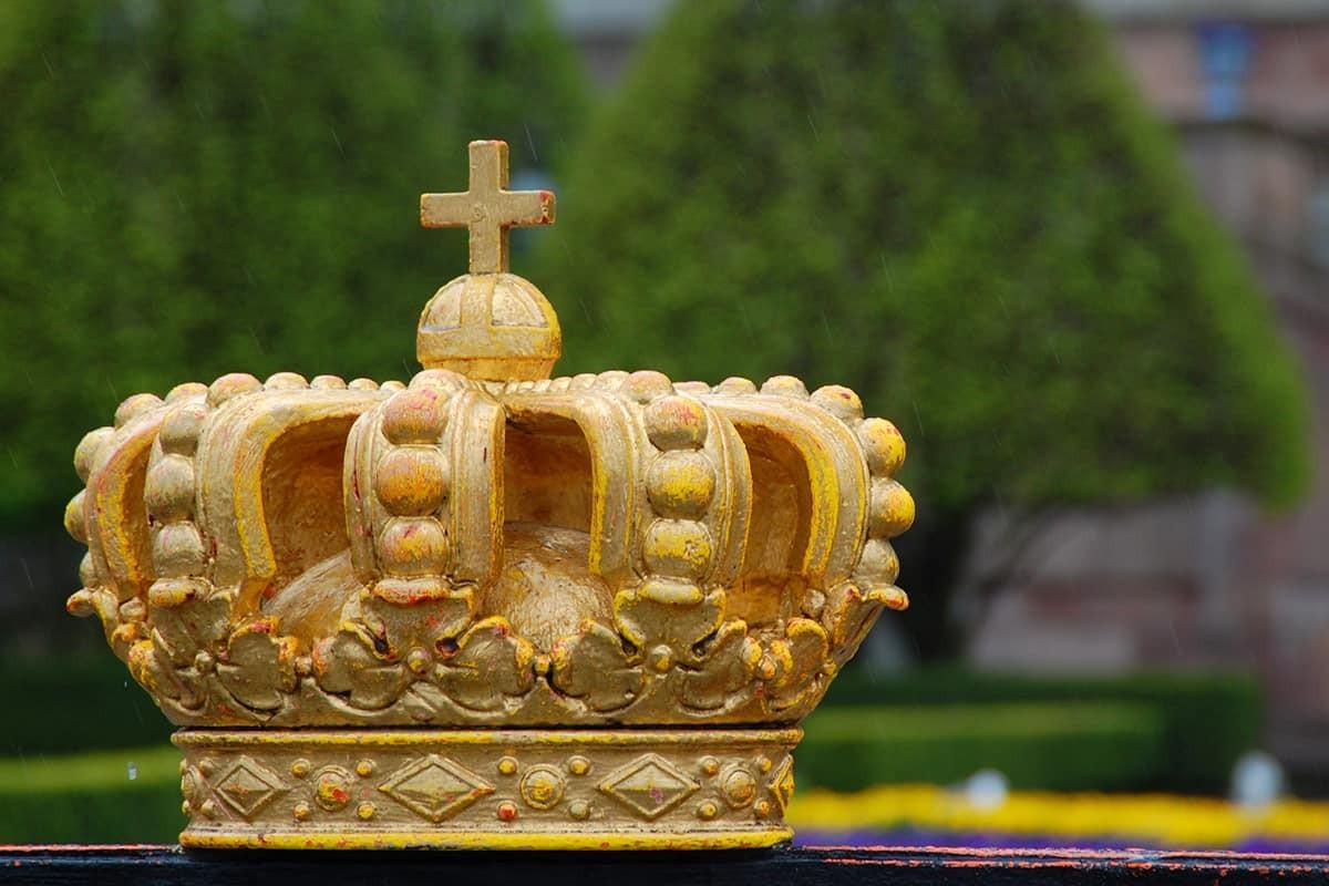 İsveç Kraliyet ailesinin çalınan taçları çöpte bulundu