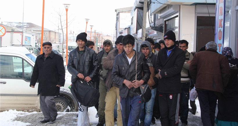 IŞİD'li olduğundan şüphelenilen 14 mülteci halk tarafından yakalandı