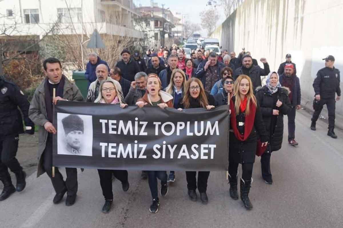 CHP'lilerin 'temiz siyaset' yürüyüşü sürüyor