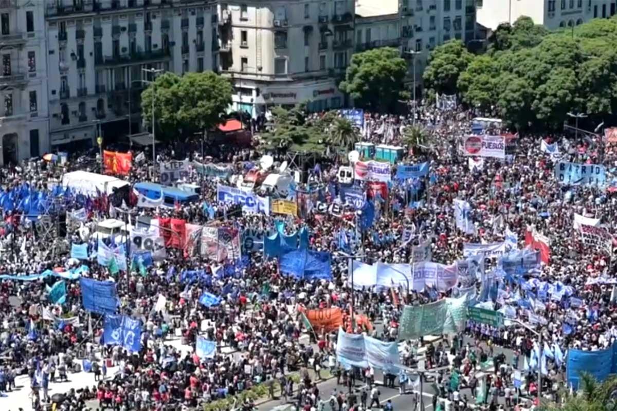 Latin Amerika'da milyonlar sosyal kesinti politikalarına karşı ayakta