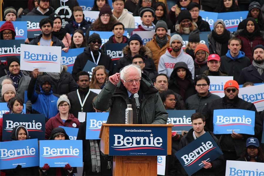 ABD'de Demokrat Parti Başkan Adayı Bernie Sanders hastaneye kaldırıldı