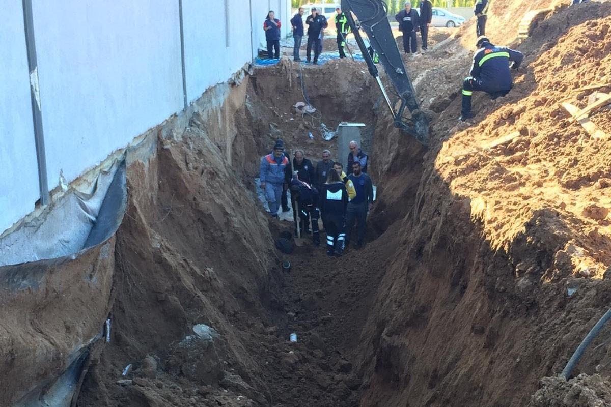 Muğla'da su hattı döşerken toprak altında kalan işçi öldü
