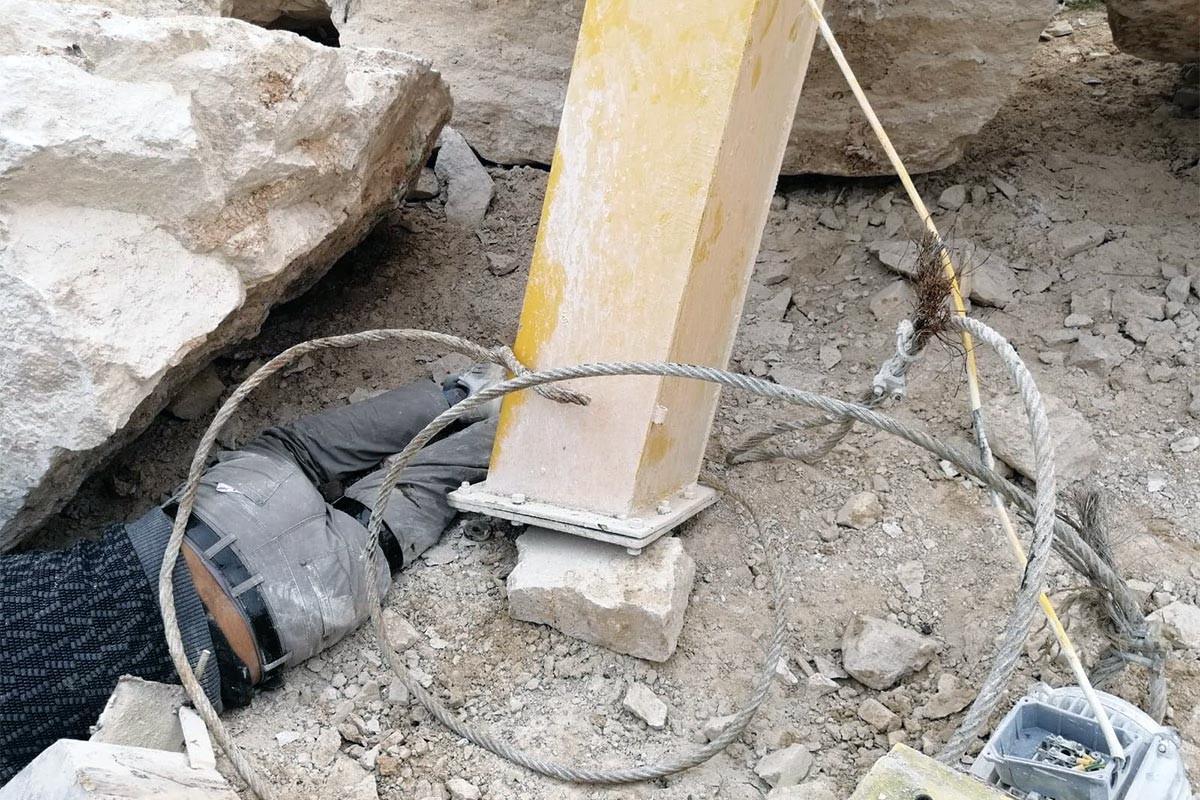 Denizli'de iş kazası: Üzerine vinç devrilen işçi ağır yaralandı