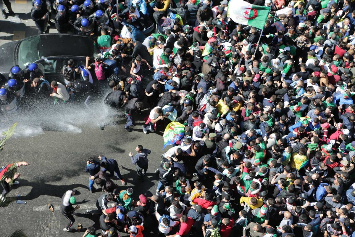 Cezayir: Buteflika git Salah'ı da götür!