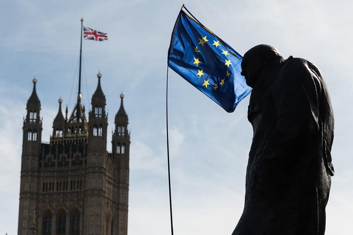 Yeni Brexit anlaşmasının oylaması ertelendi