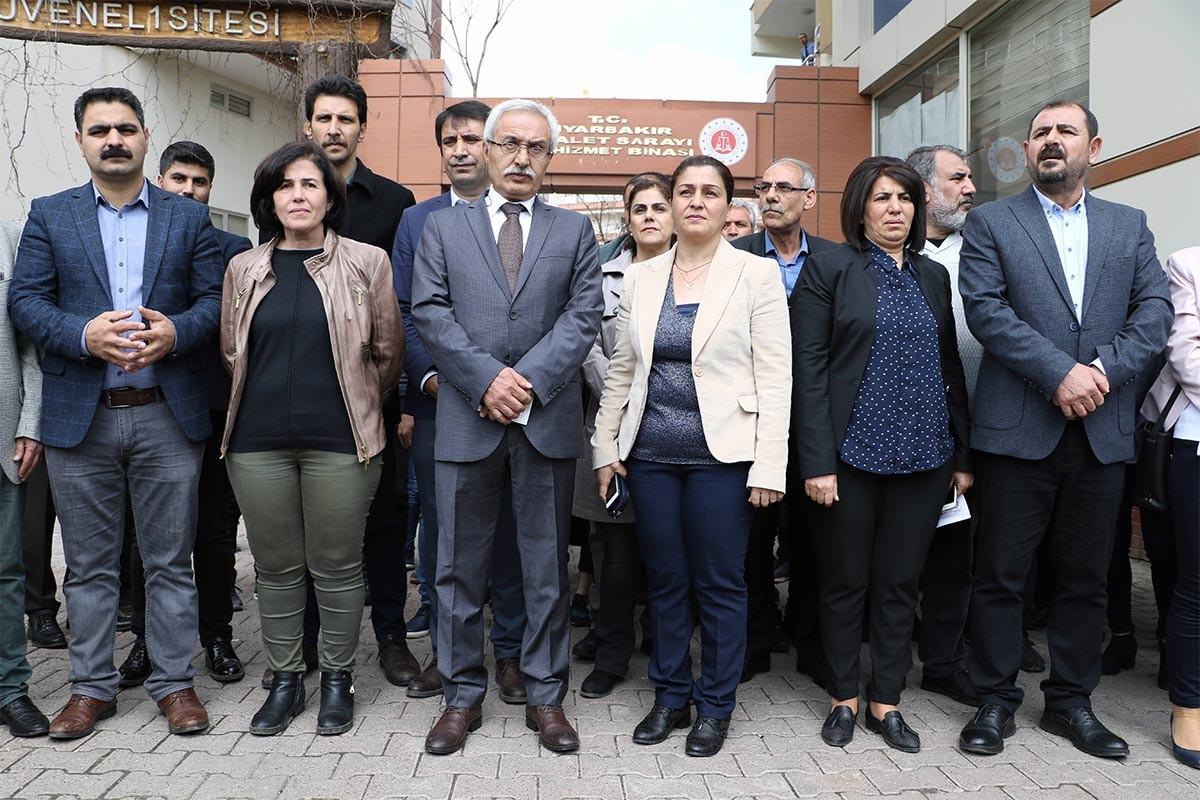 Diyarbakır'da HDP'li eş başkanlara mazbataları verilmedi