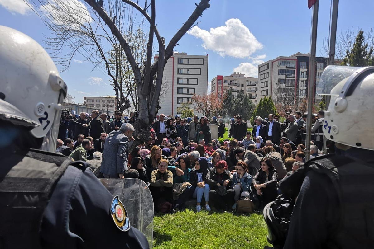 Withholding of election certificates from decree expellees protested in Diyarbakır | Evrensel Daily - Evrensel.net