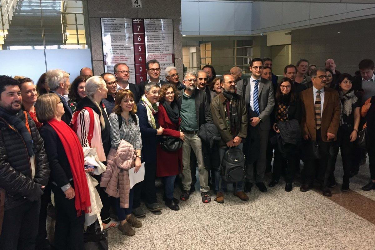 Özgür Gündem'le dayanışma davasında beraat kararı
