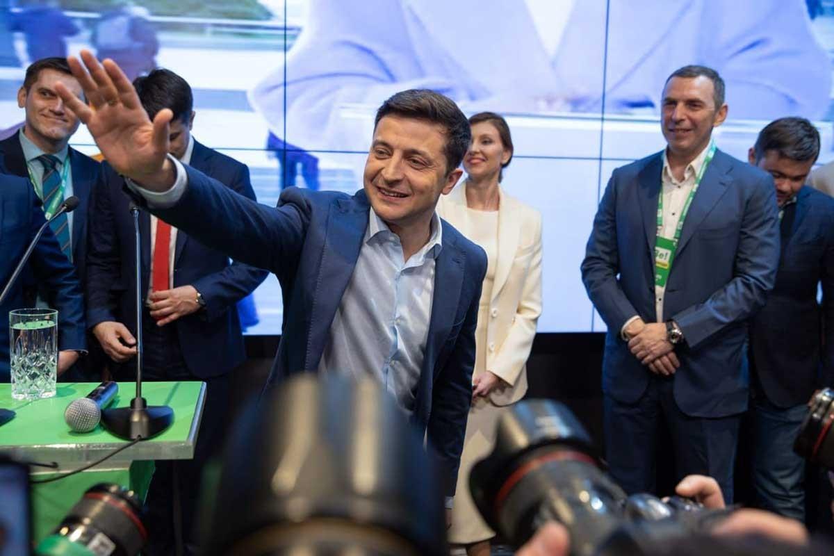 Ukrayna başkanlık seçimleri: Bir oligark gitti, diğeri geldi