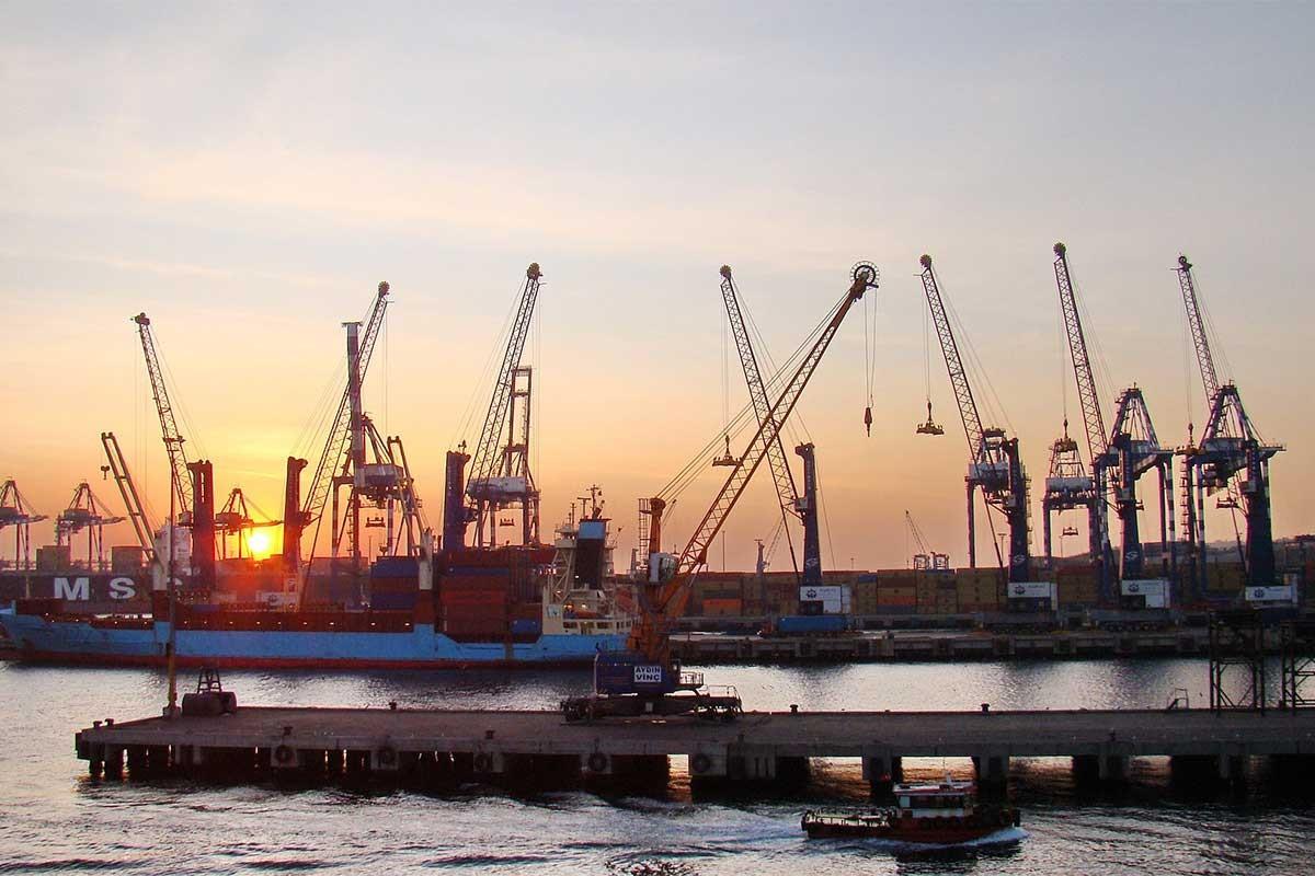 Ambarlı liman işçileri: Patronun sözüne kanarsak kaybeden biz oluruz