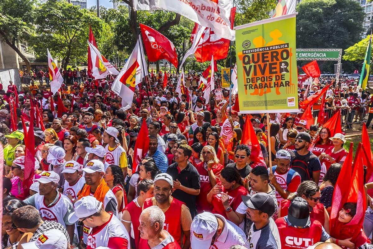 Brezilya'da eğitim bütçesindeki kesinti protesto edildi