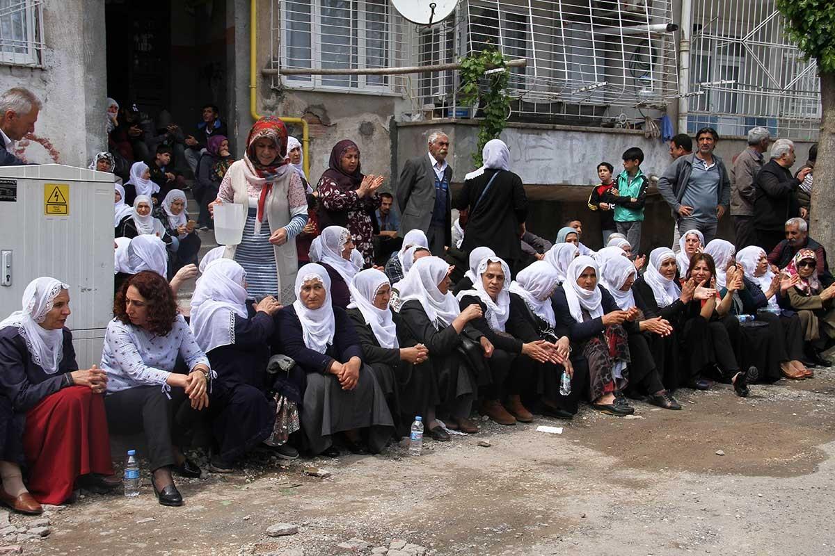 Diyarbakırlılar: Hükümet çözüm için somut adım atmalı