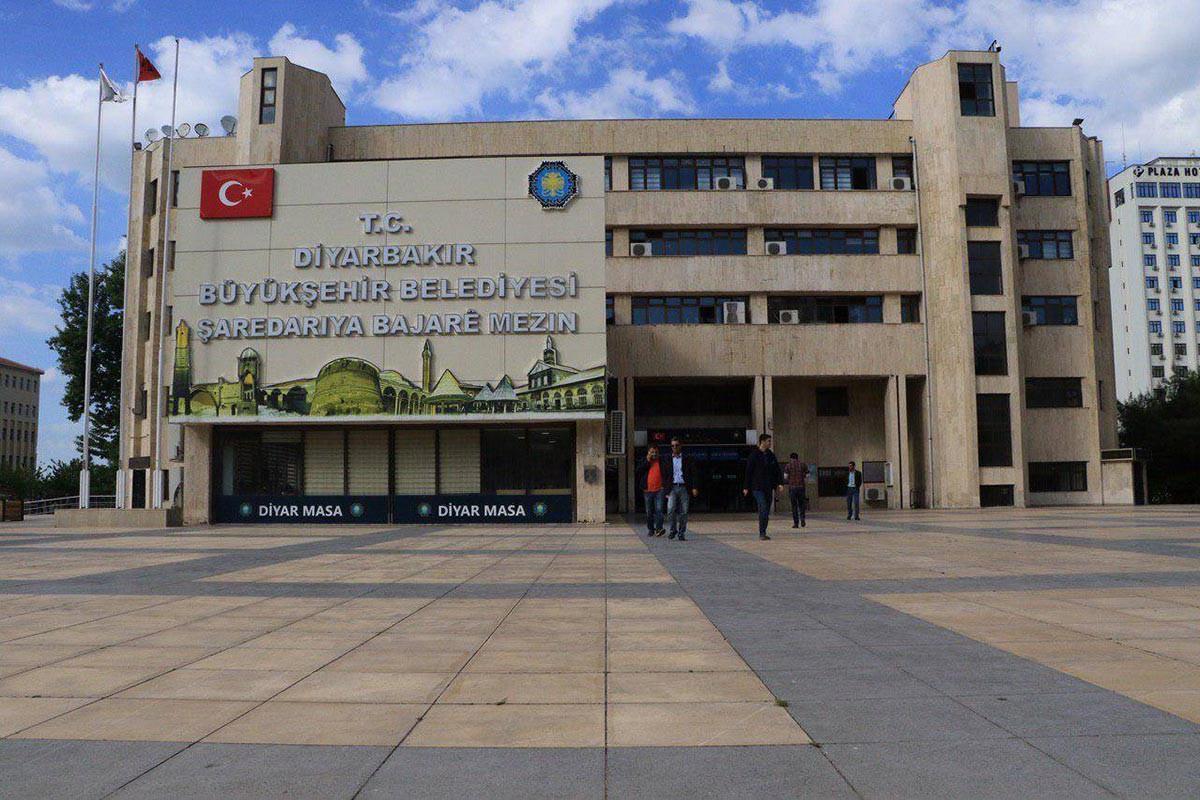 İçişleri Bakanlığı kayyum atamalarını haklı çıkarmak için anayasayı tahrif etti