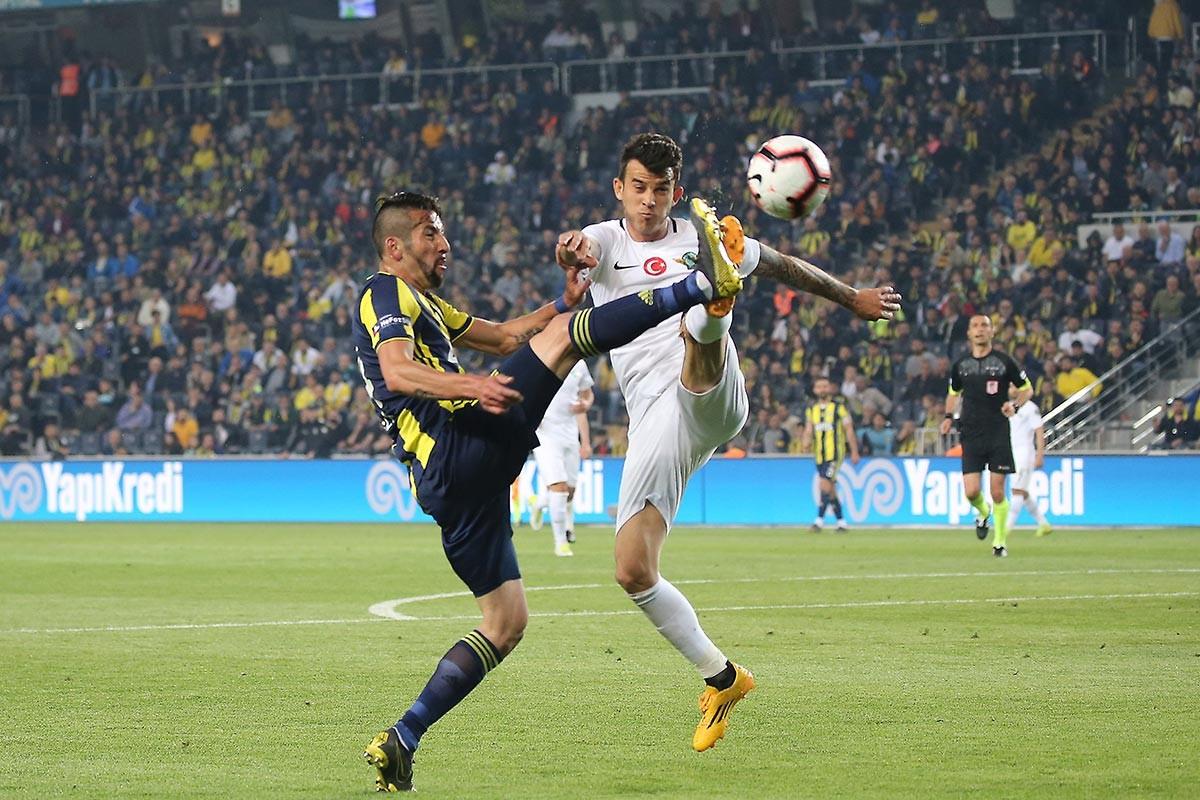 Fenerbahçe'ye 2-1 yenilen Akhisarspor, küme düşen ilk takım oldu