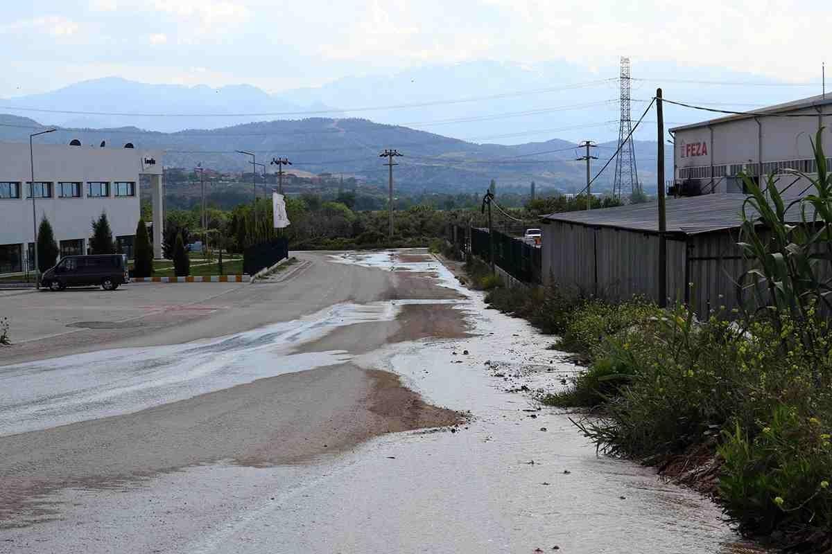 Acıpayam depreminin ardından yüzeye çıkan zehirli su, bölge halkını korkutuyor