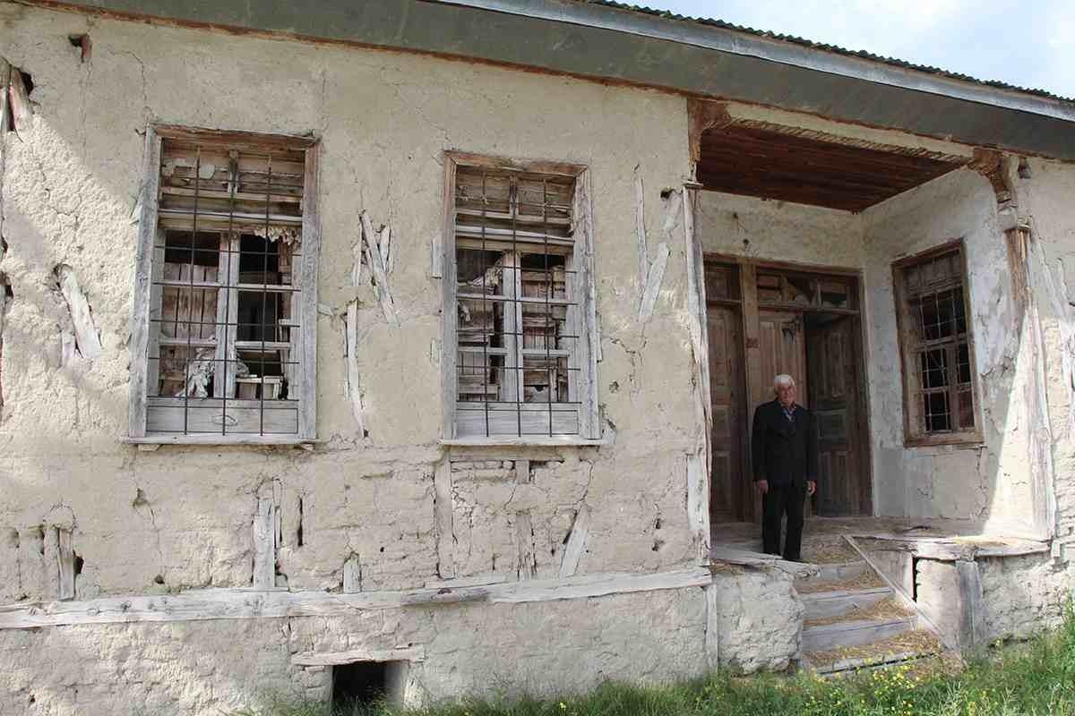 Burdurlular, 1971 yılında meydana gelen 6.2 büyüklüğündeki depremin acılarını bugün de yaşıyor