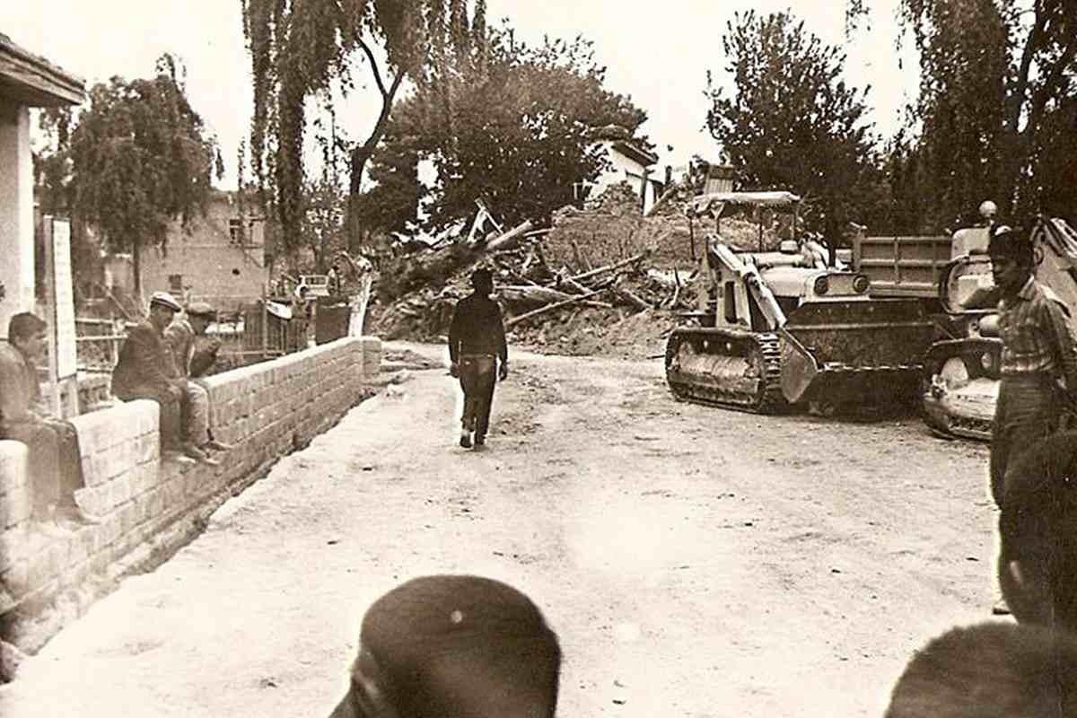 Burdur'da 12 Mayıs 1971'de meydana gelen 6.2 büyüklüğündeki depremde 57 kişi yaşamını yitirmişti