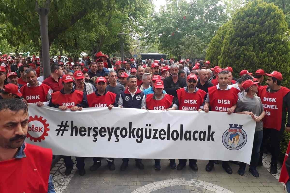 Genel-İş Sendikası ile Kadıköy Belediyesi arasında 6 aydır süren toplusözleşme görüşmelerinin uyuşmazlıkla sonuçlanması üzerine, işçiler belediyeye grev kararını astı