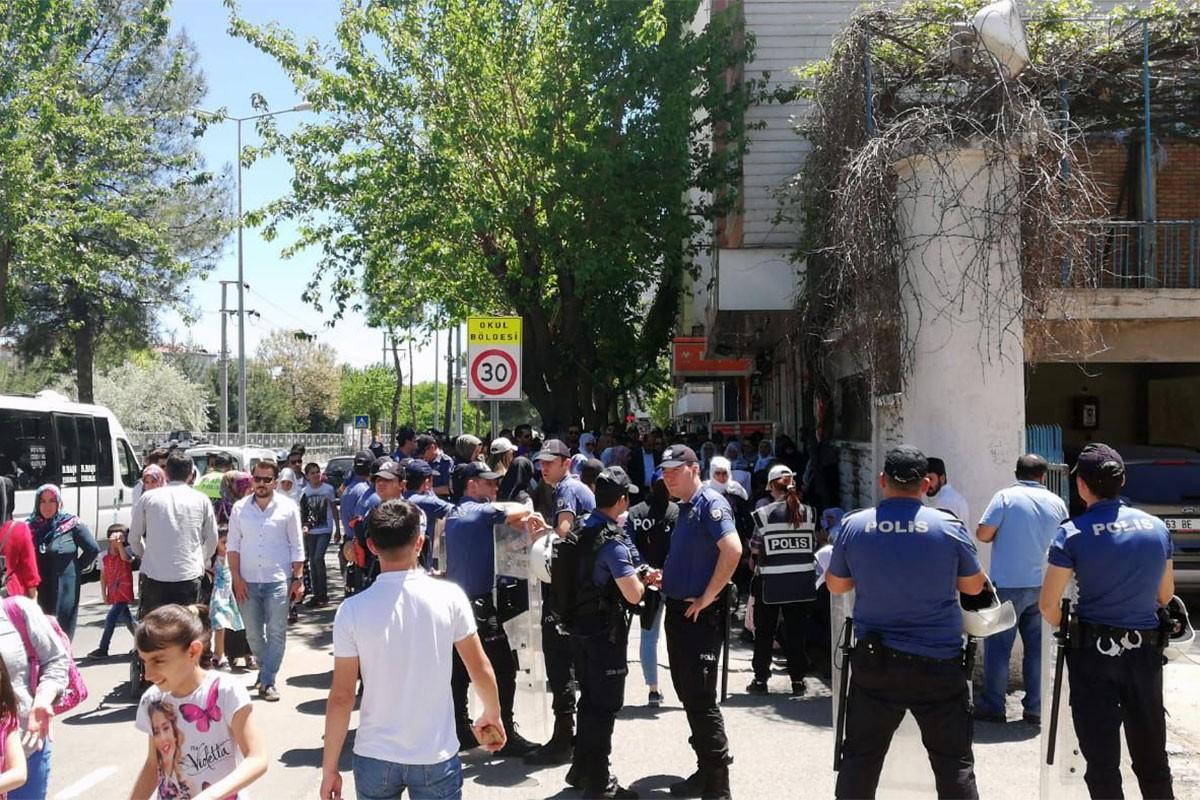 Tutuklu annelerine Diyarbakır ve Adana'da yine polis ablukası
