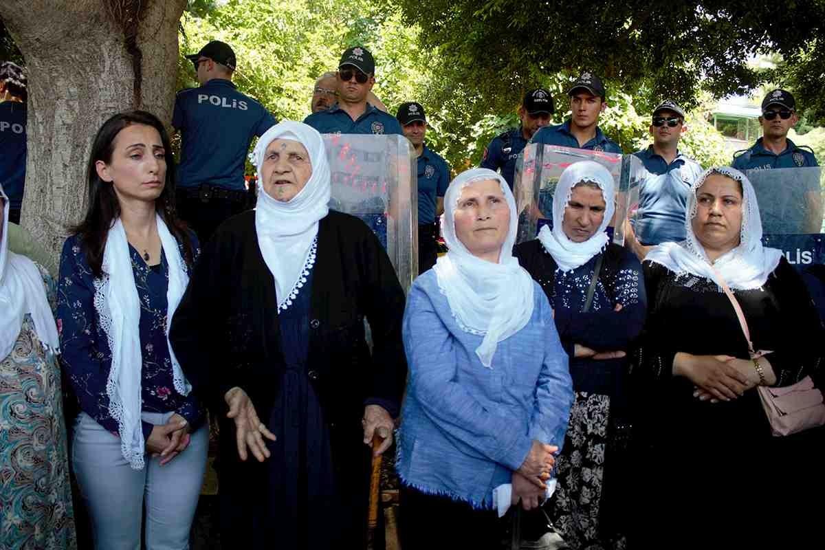 Adana İnönü Parkı'nda eylem yapan tutuklu anneleri, 'Adalet Bakanlığı artık sesimizi duysun' dedi